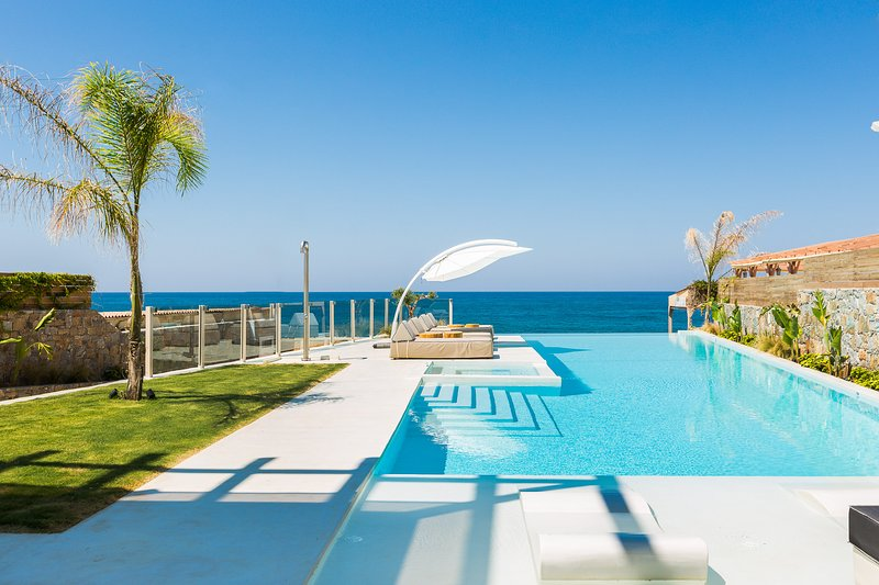 La Casa di Mareis set in 1000 m2 of outdoor area with a 150m2 private pool !