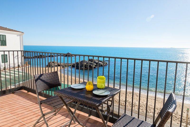 Calella de Palafrugell Apartment Sleeps 4 with Air Con - 5425136, holiday rental in Calella de Palafrugell