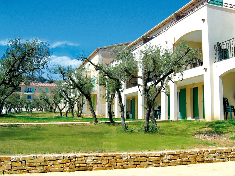 Enjoy your stay at Lagrange Vacances Residence Le Domaine de Bourgeac year-round.