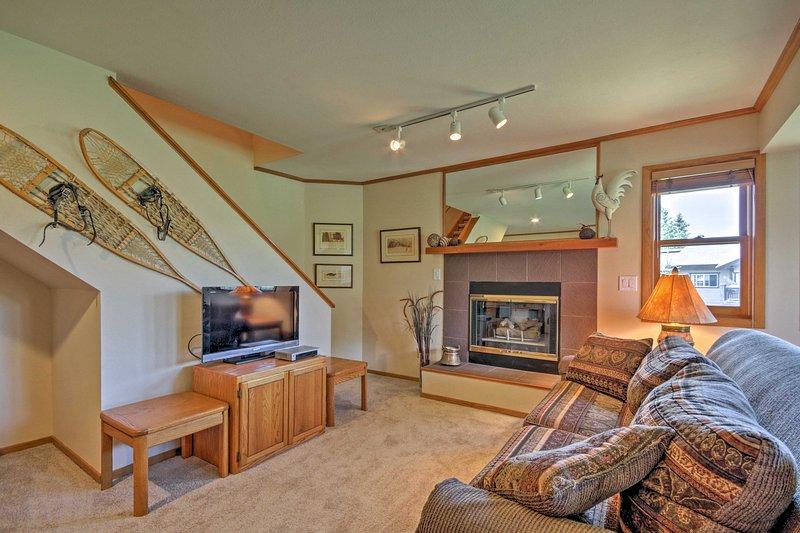 Steamboat Springs Condo w/Hot Tub on Ski Bus Route, vacation rental in Oak Creek