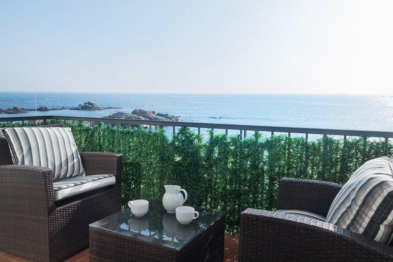 Calella de Palafrugell Apartment Sleeps 4 with Air Con - 5425134, holiday rental in Calella de Palafrugell