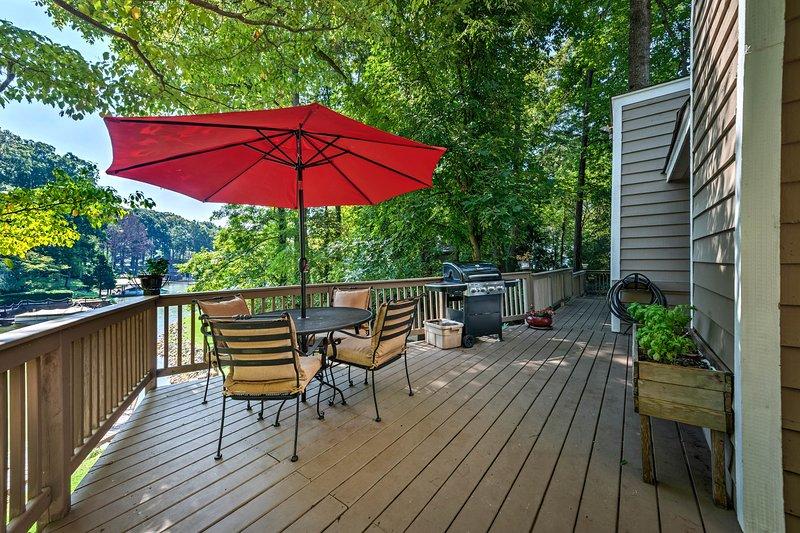 Deze Lake Norman vakantiewoning huis ligt direct aan het water!