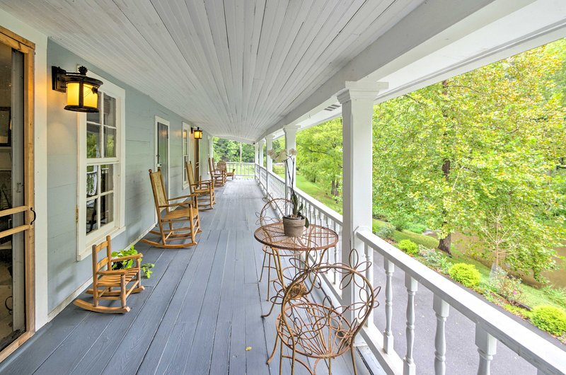 This vacation rental home boasts 4 bedrooms & 2.5 baths for 13 travelers!