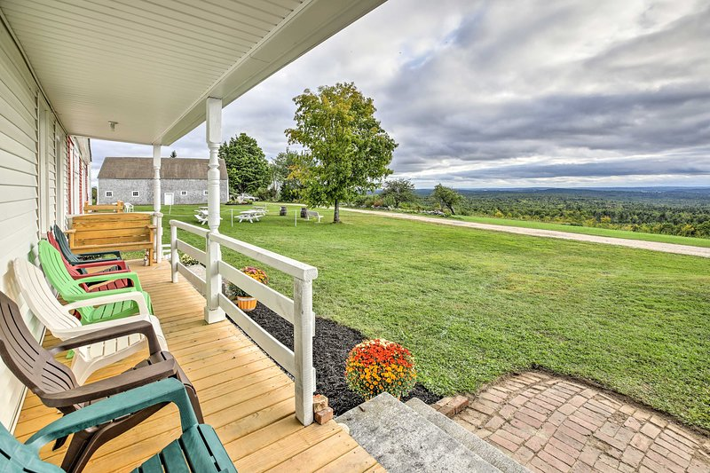 Cozy Home w/Vineyard, Working Farm & Fall Foliage, holiday rental in Greene