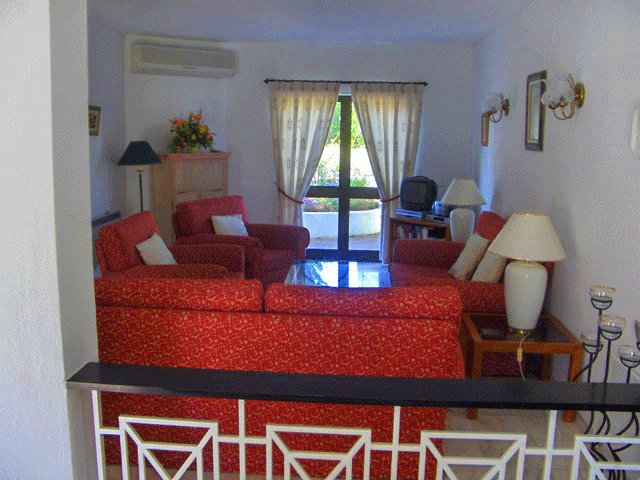 Vale do Lobo Villa Sleeps 6 with Air Con and WiFi - 5480123, holiday rental in Almancil
