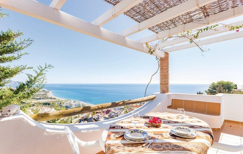NERJA: CHARMING VILLA WITH THE BEST PANORAMIC VIEWS OF THE WHOLE NERJA, holiday rental in Nerja