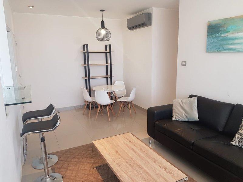 Hermoso departamento tipo Suite 2 dormitorios, holiday rental in Piura