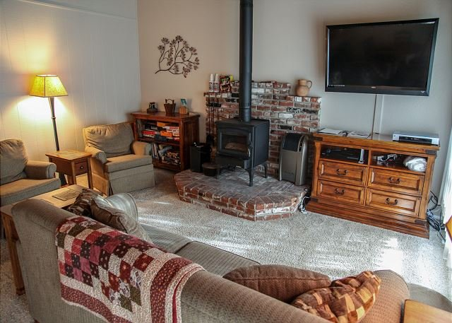 Cute and Cozy, Washer/Dryer, On The Shuttle Route, Walk to Shopping Center, vacation rental in Mammoth Lakes