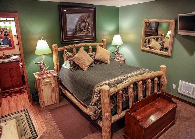 Quiet Mountain Retreat, Updated Condo, Private Jacuzzi, aluguéis de temporada em Mammoth Lakes