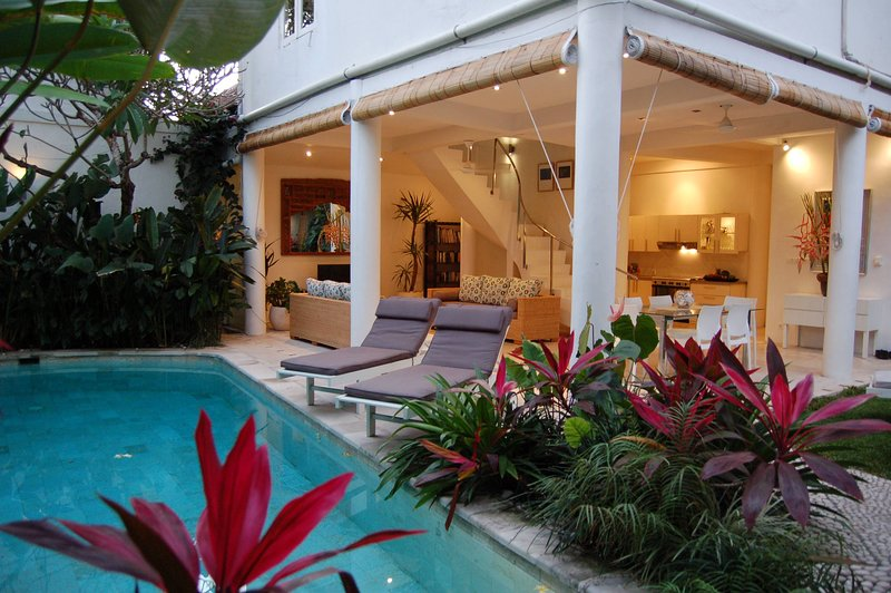 Central Seminyak Villa, 3 bedroom Tropical Modern Style with large pool, holiday rental in Kuta District