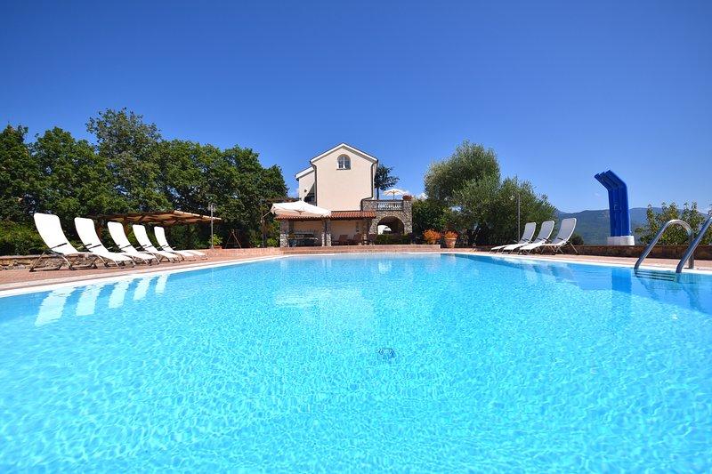 Fabulous modern Italian style beach villa, Luxury Cilento coast villa with pool, location de vacances à Scario