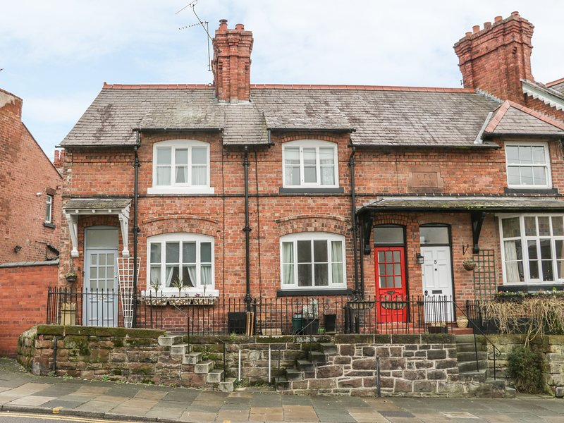 1 SANDY LANE, city centre cottage with woodburner, Chester, vacation rental in Tarvin