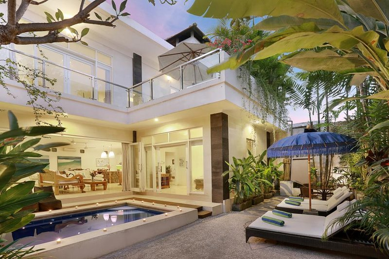 Villa Alba, 3 bedroom sanctuary in prime location., aluguéis de temporada em Legian