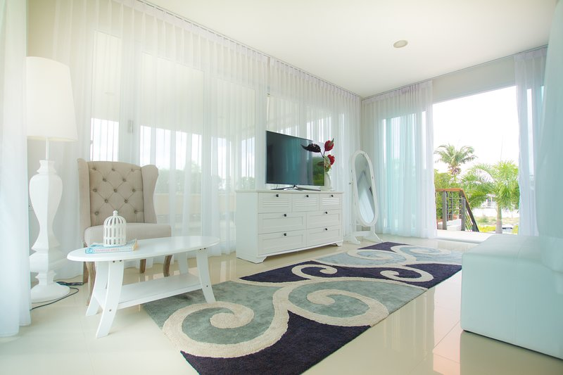 Luxury 5br Pool Villa + FREE Sport SPA Center_td10, vacation rental in Ban Chang