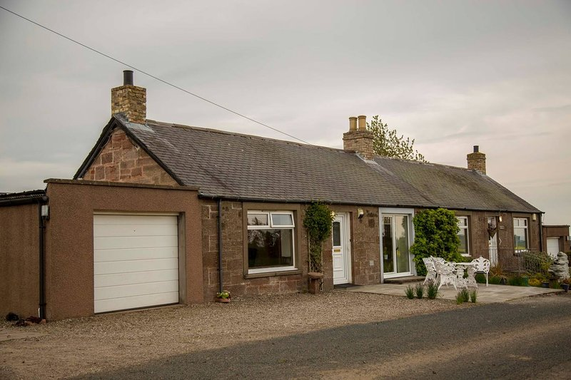 Sma' Hame Scottish Holiday Cottages -Farm stay, ideal for exploring outdoors, vacation rental in Murthill