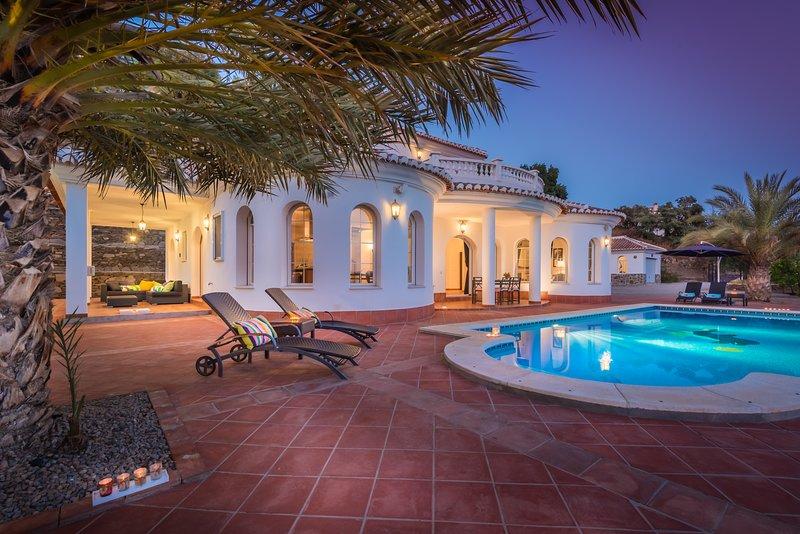 Holiday Villa El Ancla, Andalusia, Costa del Sol, holiday rental in Sayalonga
