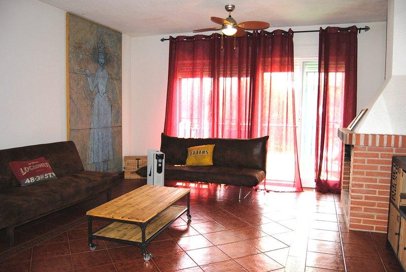 CHALETS 'A Orillas del Lago' Casa 23, vacation rental in San Martin de Valdeiglesias