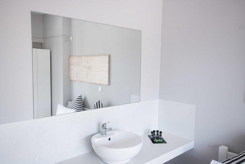 Private Room up to 2 persons in Monemvasia, location de vacances à Velanidia