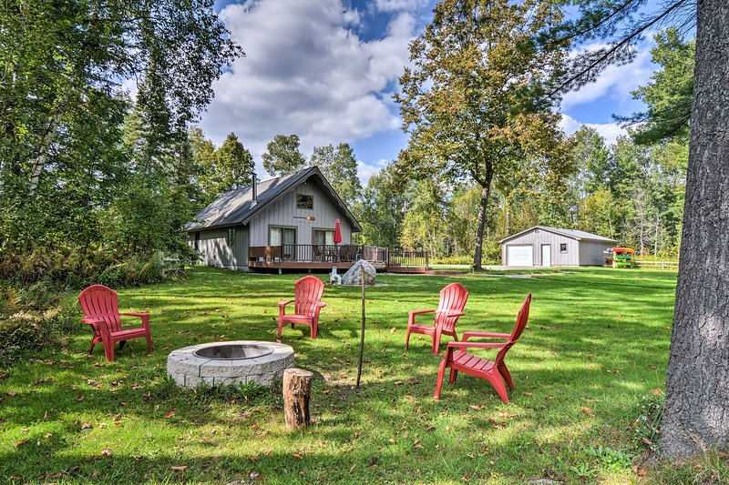 Riverfront Traverse City Cabin w/Kayaks & Fire Pit, vacation rental in Fife Lake