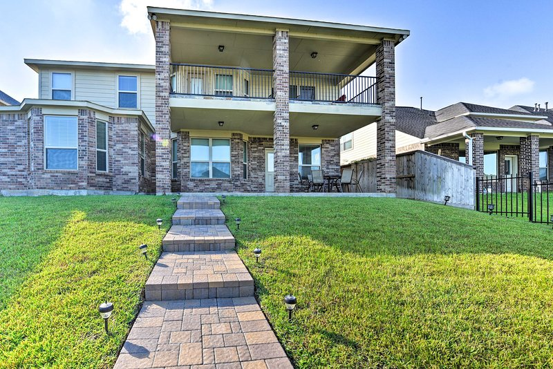 Book this spacious Missouri City vacation rental house for your group of 8!