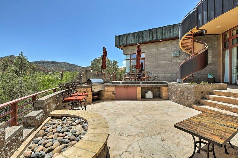 Rendi la tua vacanza a Sedona eccezionale in questa lussuosa casa con 4 letti e 3 bagni.