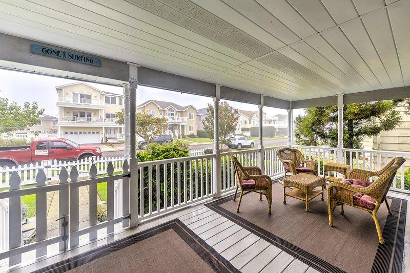 Cette maison de location de vacances à Brigantine, New Jersey a le porche parfait!