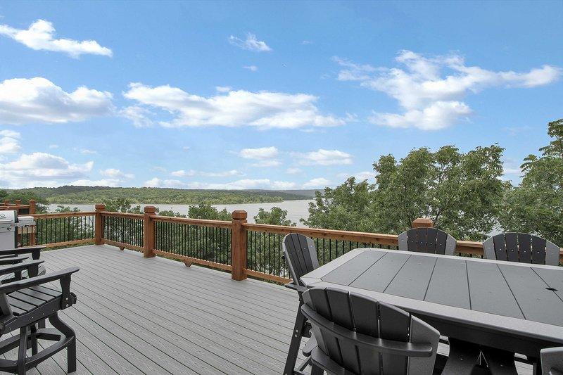 Cette maison pour 22 personnes se trouve à quelques pas du lac Table Rock.
