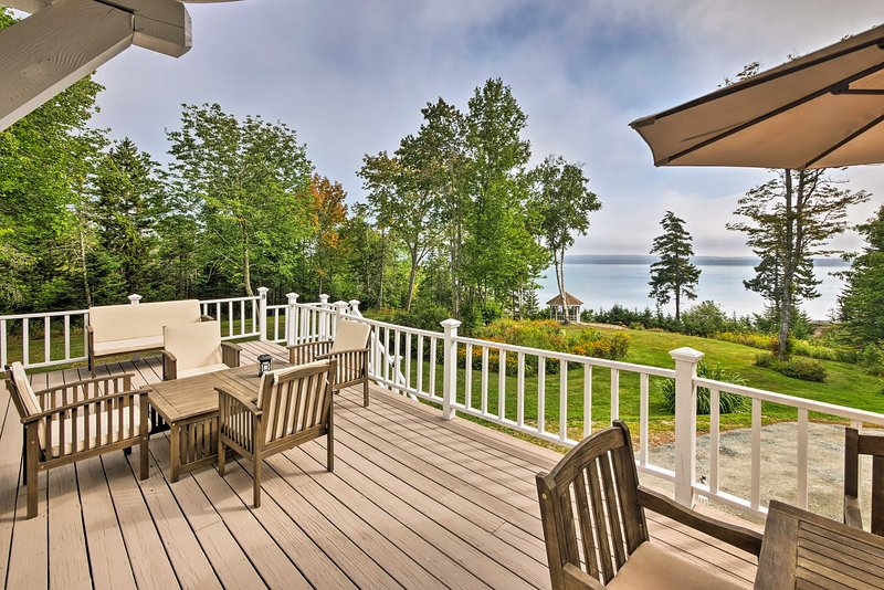 Enchanting Sorrento Home w/ 200 Feet of Waterfront, holiday rental in Sullivan