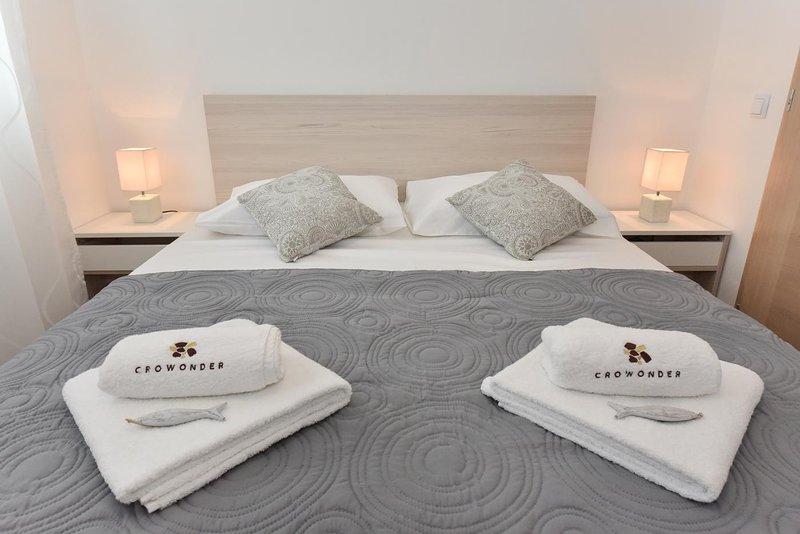CROWONDER LUXURY VIR APARTMENT A2, I-st. floor, vacation rental in Vir