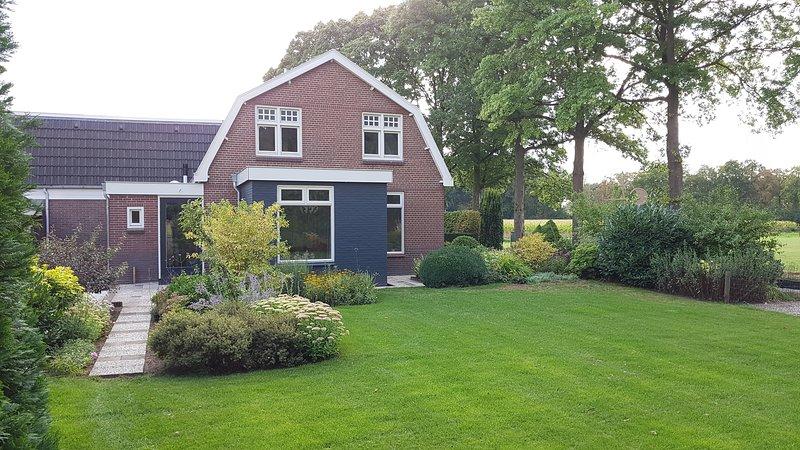 Omgeving Deventer genieten van rust en ruimte met eigen keuken, tuin en terras., vacation rental in Vaassen