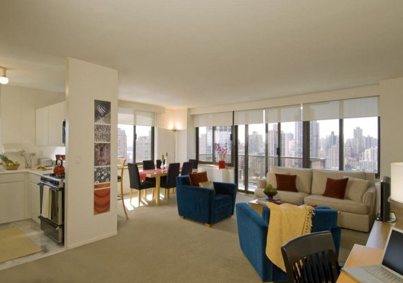 ELITE 3BR APT SUITE AT 94TH ST WITH DOORMAN & W/D, vakantiewoning in New York