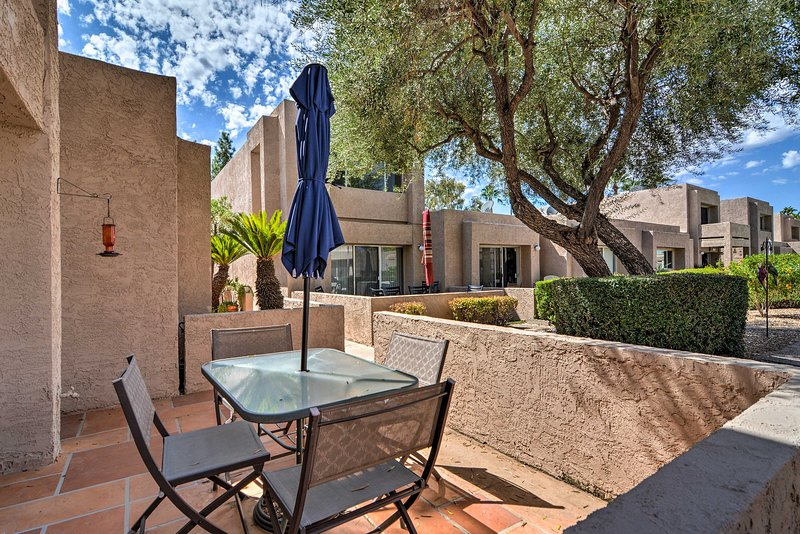This 2-bedroom, 1.5-bathroom home features a private patio & community pools.