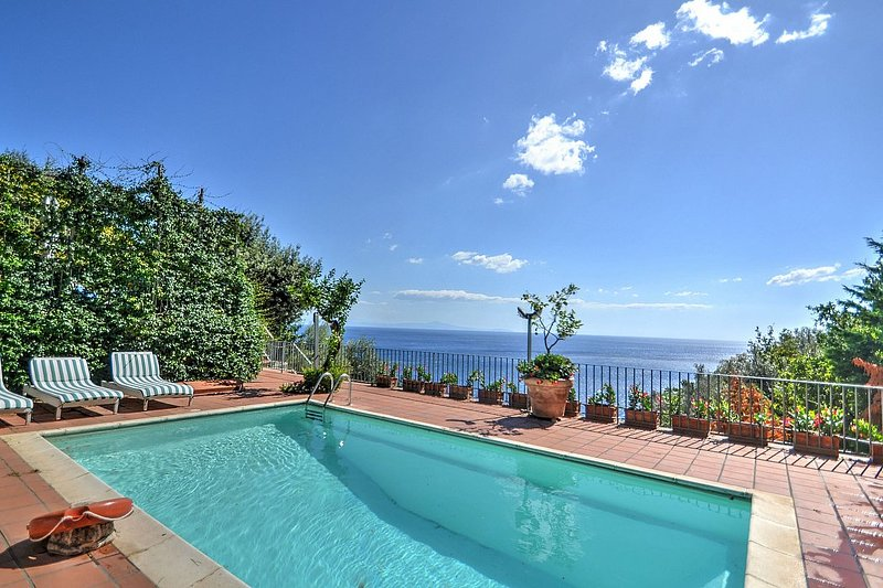 Amalfi Villa Sleeps 12 with Pool Air Con and WiFi - 5229029, vacation rental in Vettica