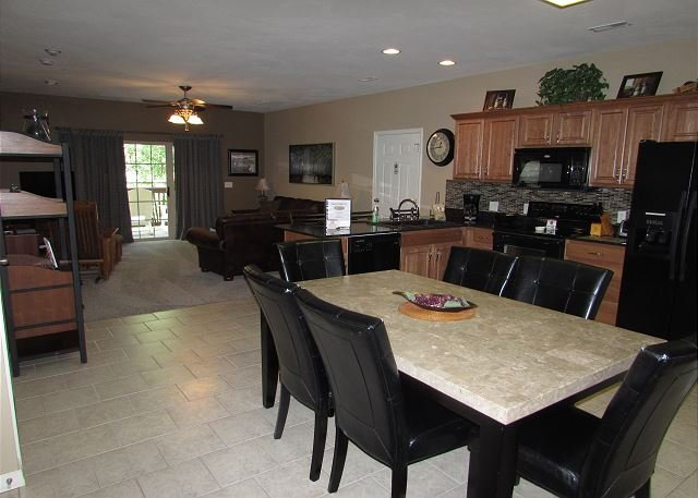 *3 BR, 2 Bath Condo on Table Rock Lake with Dock Access, holiday rental in Branson