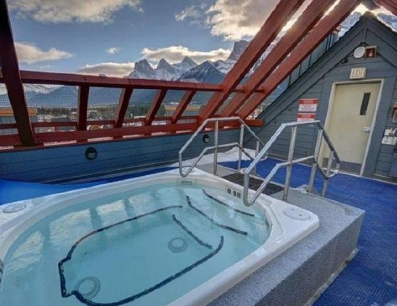 Chic Mountain Condo with Rooftop Hot Tubs, location de vacances à Les Rocheuses canadiennes