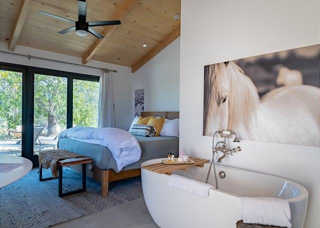 Cocavin Carriage House--Exquisite Retreat for Two  in Vineyard Setting, vacation rental in Lake Nacimiento