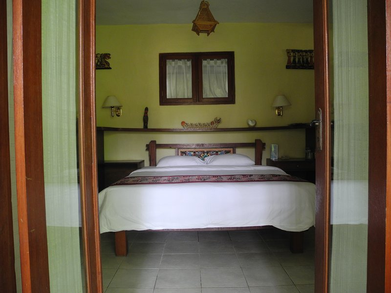 4 BR Villa with Pool & Garden View, holiday rental in Lodtunduh