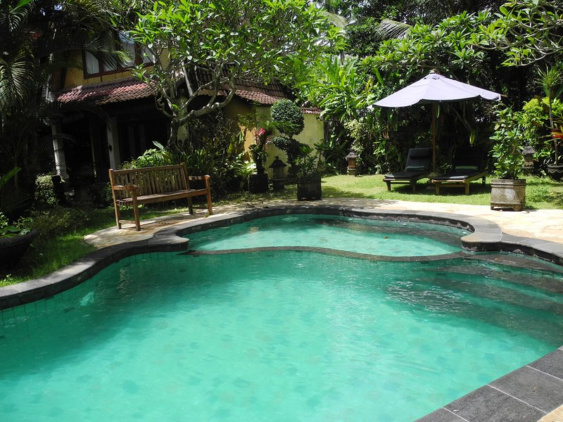 6 BR Villa with Pool & Garden View, holiday rental in Lodtunduh