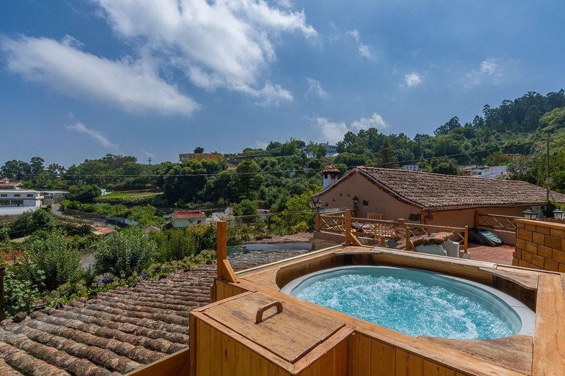 Holiday cottage with shared pool in Valleseco, aluguéis de temporada em Fontanales