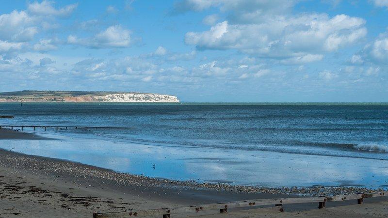 Shanklin Beach Apartment - Good Sea Views At Excellent Rates., location de vacances à Shanklin