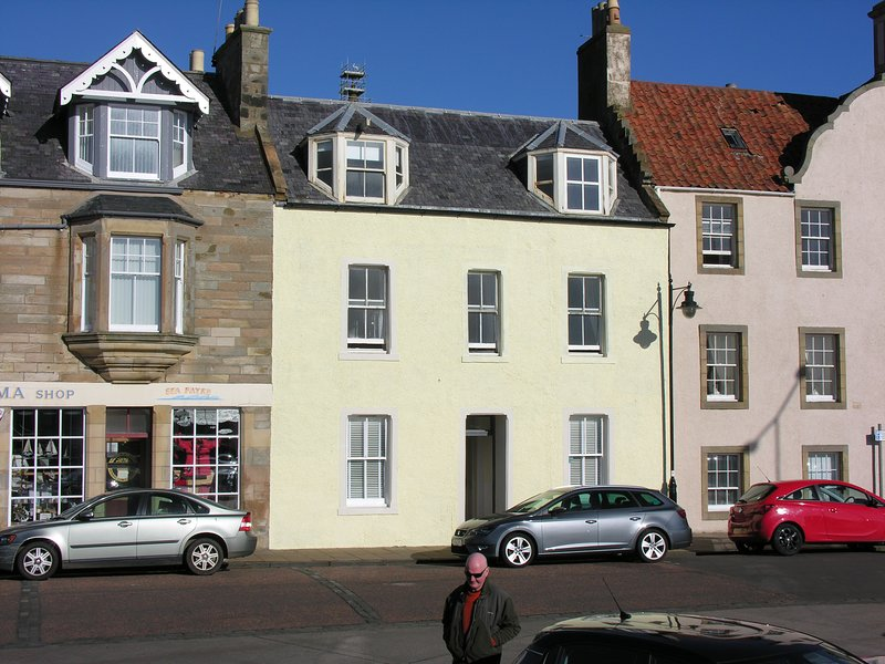 Pittenweem Harbour - the best sea views in Fife? - probably !, vacation rental in Pittenweem