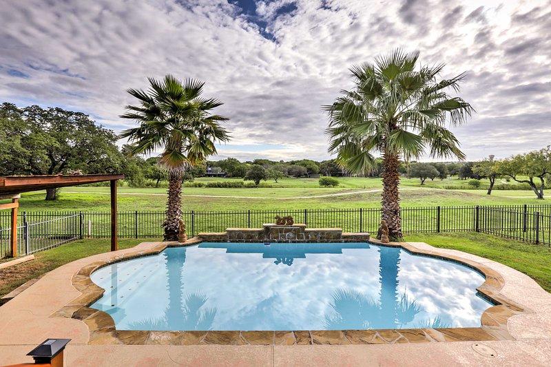 Schertz Family Home w/Pool & Golf Course View, holiday rental in Schertz
