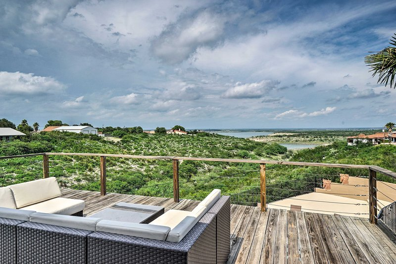 This 4-bedroom, 3.5-bathroom vacation rental house is your ideal Texas retreat!
