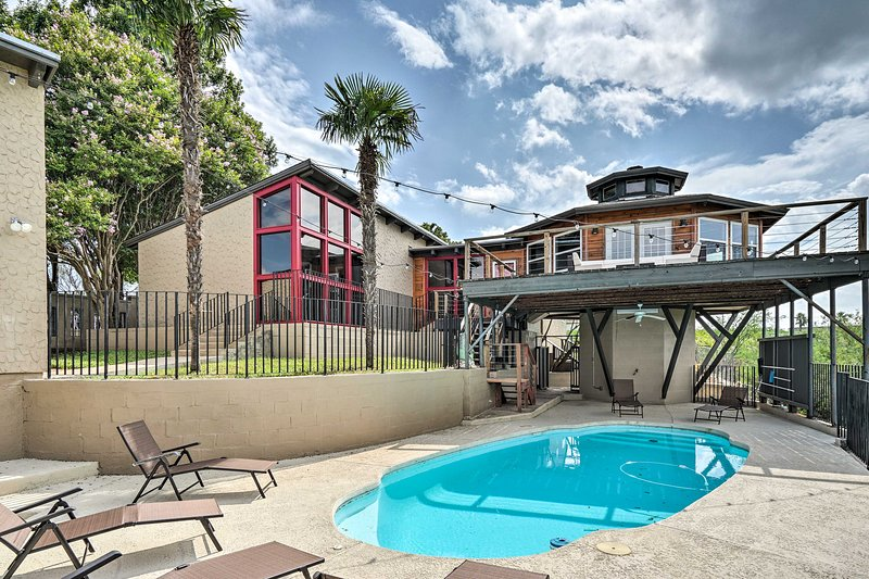 Modern Del Rio Home w/Pool & Game Room by Amistad!, holiday rental in Del Rio