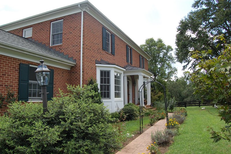 Beautiful Virginia traditional modern home just minutes from Charlottesville!
