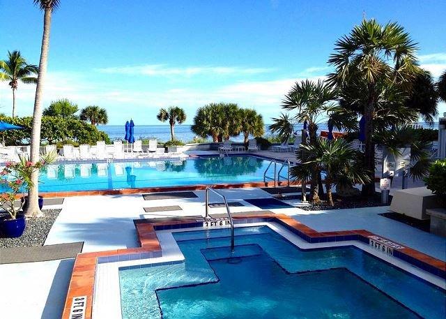 Incredibile piscina e vasca idromassaggio con vista sull'Atlantico