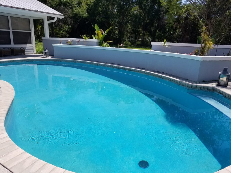 POOL HOME CLOSE TO GOLF AND BEACH, holiday rental in Hutchinson Beach