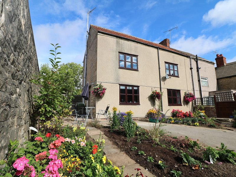 31 RECTORY ROAD, pet-friendly, WiFi, centre of Clowne, vacation rental in Chesterfield