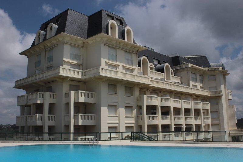 BIARRITZ  PALAIS DE LA ROSERAIE 2 chambres Vue Mer et Golf exceptionnelle, location de vacances à Bidart
