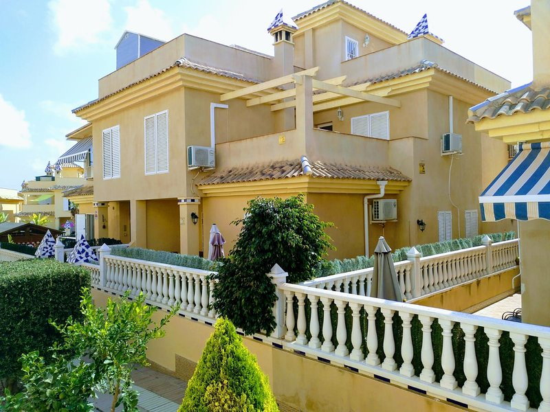 Acogedor adosado cerca de la playa, Gran Alacant, Santa Pola, holiday rental in Monte Faro